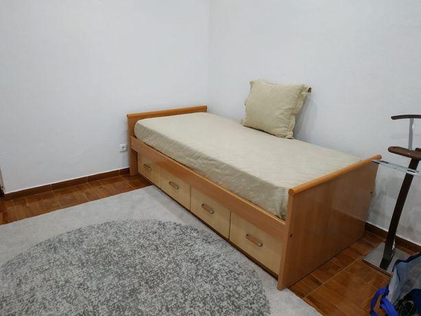 Cama de solteiro madeira e sapateira/mesa cabeceira