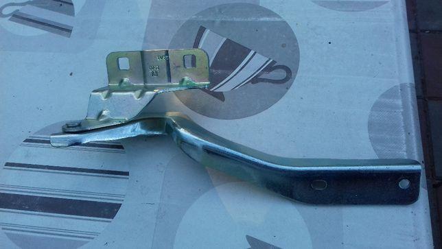Zawias maski prawy Nissan Qashqai 07-10r. Nowy