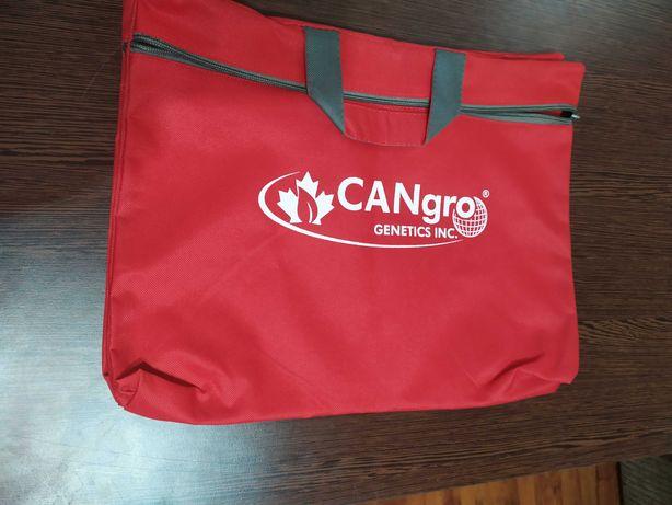 На подарок- новая сумка для ноутбука вместительная и легкая