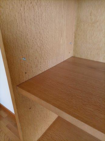 Móvel com prateleiras - madeira