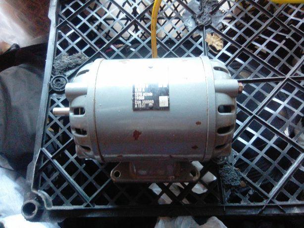 Электродвигатель 0.25W 1370 об 380V
