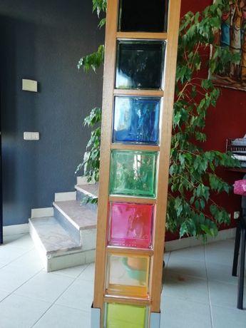 Tijolos de vidro, várias cores.