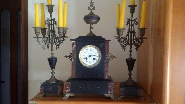 Relógio de mesa + 2 candelabros