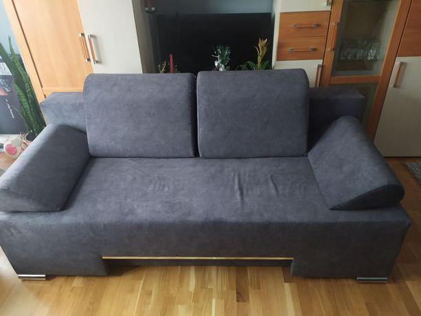 Sofa 2 osobowa, rozkładana, pojemna.