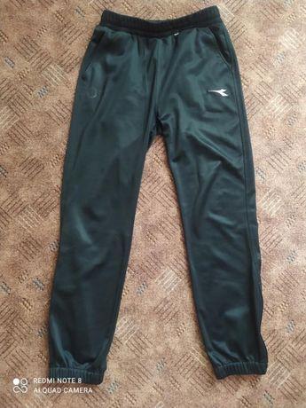 Фирменные спортивные штаны Diadora