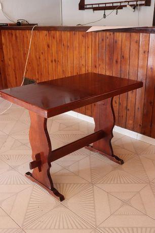 Mesa de café em Mogno