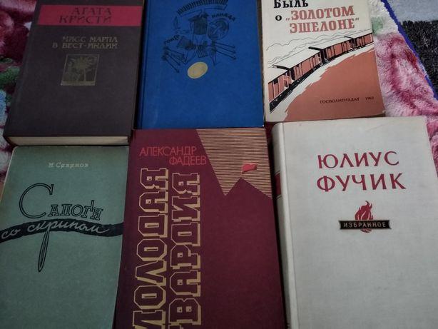 Книжки,книги,художні,інциклопедії,багато чого різного.