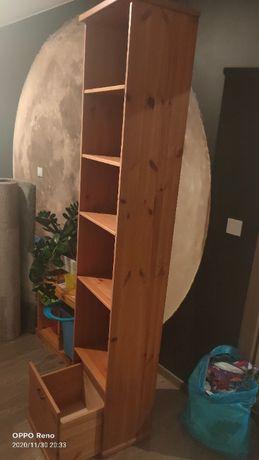 Regał Drewniany Ikea z szufladą.