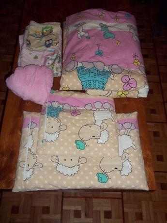 Kołderka poduszki i pościel do łóżeczka