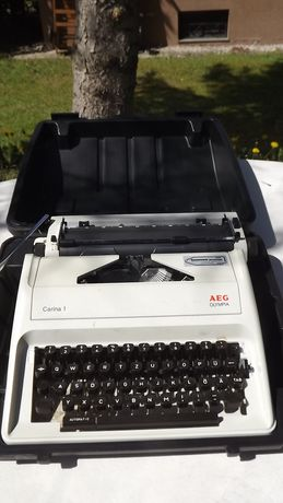 maszyna do pisania z walizką Olympia AEG Carina 1 z plastikową walizką