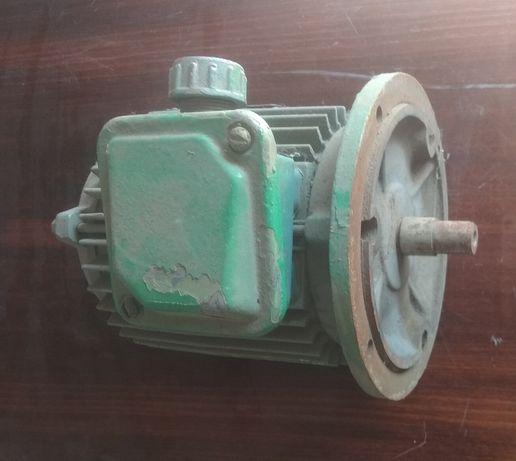 Двигатель фланцевый