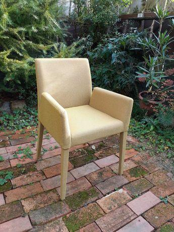 Fotel krzesło Mobitec obicie kolor musztarda nietypowy