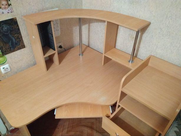 Продам угловой стол