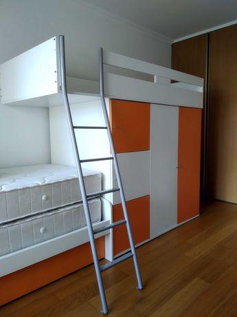 Cama com armário em excelente estado
