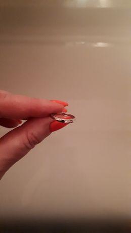 Золотое кольцо с бриллиантом р. 15, новое з діамантом