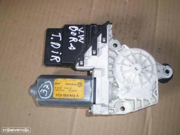 MOTOR ELEVADOR VIDRO VW BORA 1C0959812A VW / BORA / 2004 / TD / VW / GOLF 4 / 2000 / TD /
