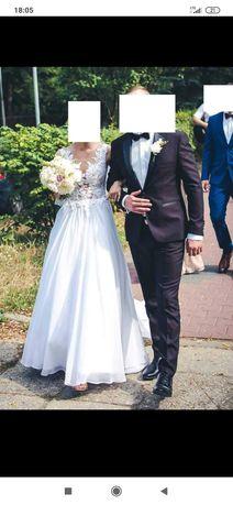 Muślinowa suknia ślubna z koronką