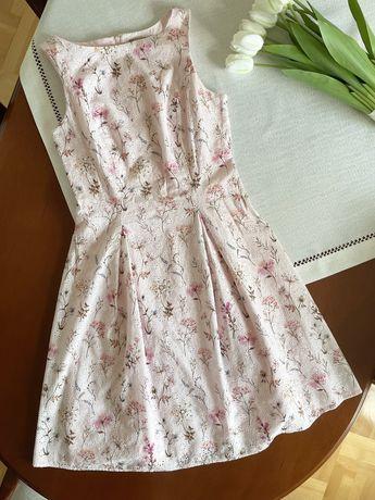 Pudrowo rozowa sukienka w kwiatki XS