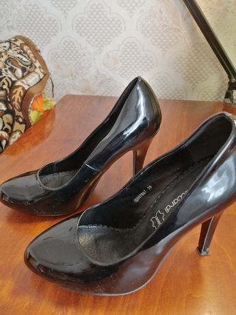 Лакированные туфли 38 р
