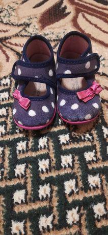 Обувь (тапочки) на девочку 21 размер