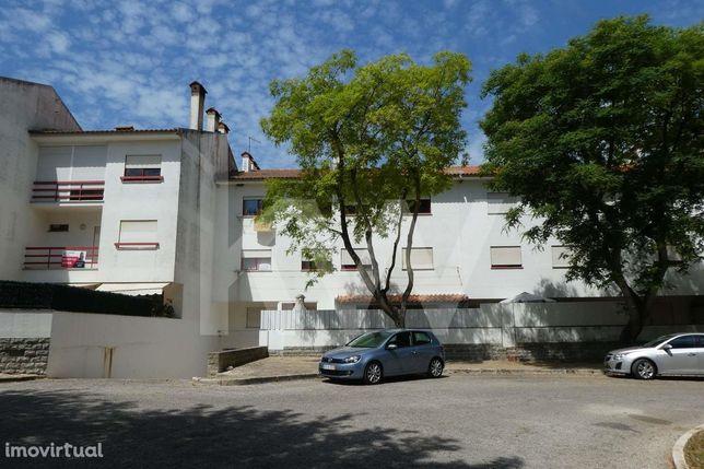 Garagem com 27m2 para 2 viaturas - Funchalinho/Caparica