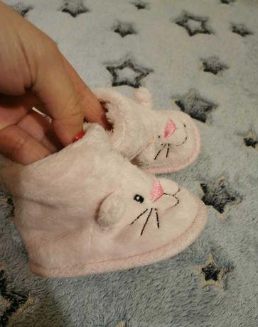 Różowe kotki kapcie dla maluszka 3-6mies