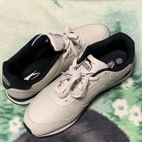 Новые, кожаные кроссовки Slazenger.