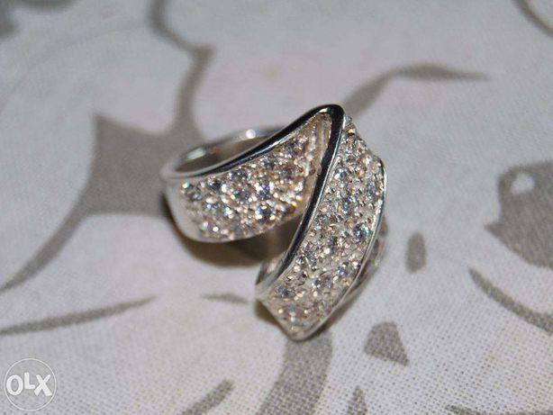 Anel de prata com varias cores