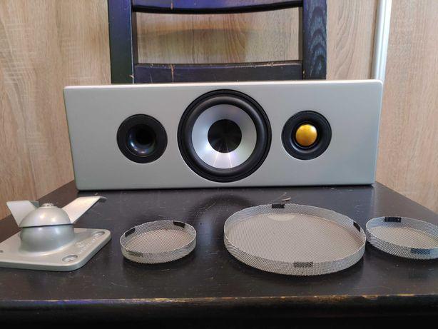 Piękny głośnik Monitor Audio radius 180 srebrny z uchwytem.