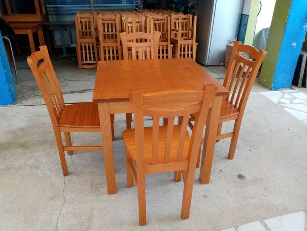 ACM1021 - Conjunto de mesa e cadeiras