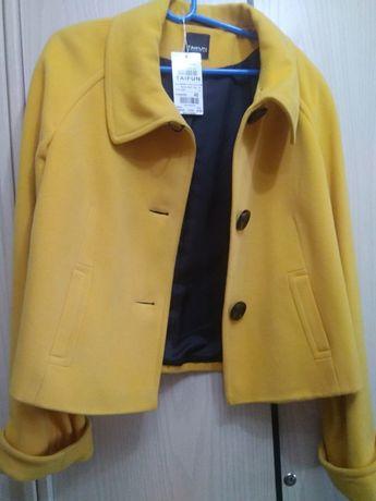 Женское желтое   полупальто Taifun/Германия, размер 40