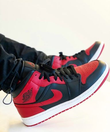 Air Jordan 1 mid Bread Banned