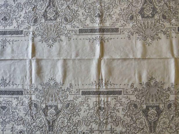 Toalha de linho com bordados da Madeira