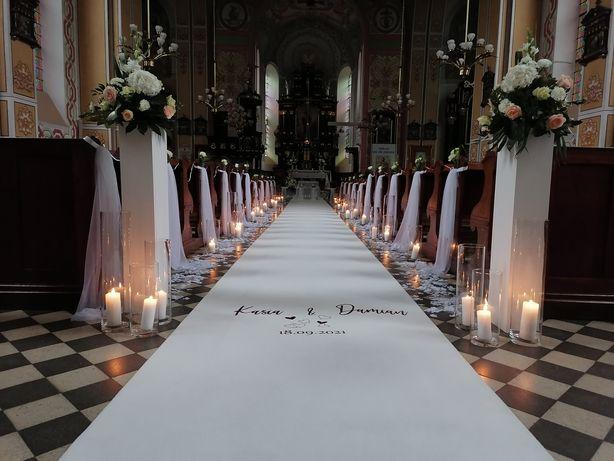 Dekoracja kościoła ,sali,bukiety ślubne, biały dywan, krzesła transpar