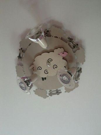 Lampa do pokoju dla małego dziecka