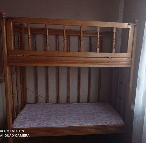 Продаю дитяче ліжко двухповерхове з дерева ясінь. Стан ідеальний.