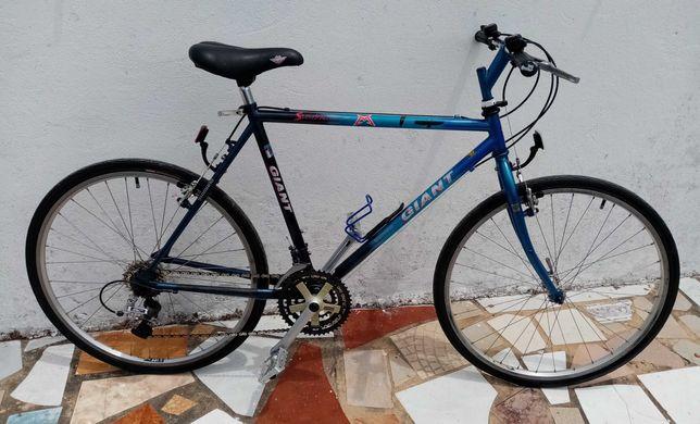 Bicicleta Giant Stonebreaker em excelente estado .Muito estimada