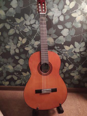Продам гитару Yamaha c45