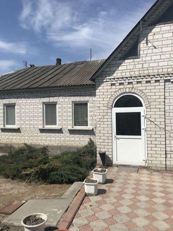 Продается большой кирпичный дом