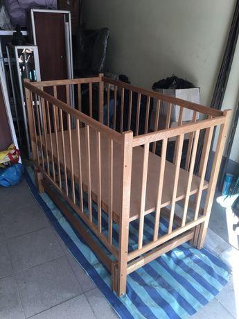 Детская маятниковая деревянная кроватка
