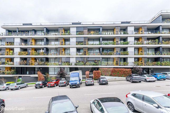 Apartamento T3 de luxo, com garagem para 2 carros, em Fraião, Braga