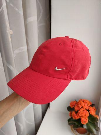 Кепка бейсболка Nike спортивная с металлическим логотипом nike унисекс