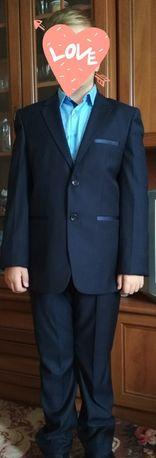 Продам тёмно-синий школьный костюм для мальчика