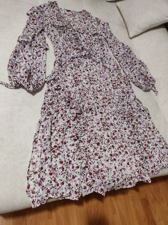 Шикарное платье в цветы свободного кроя