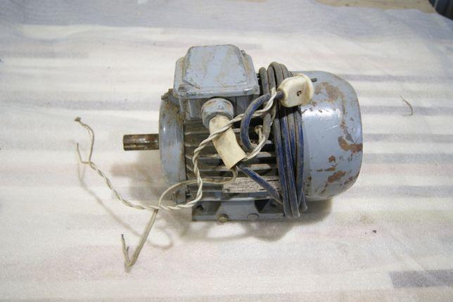 Двигатель 4амат80а4у3