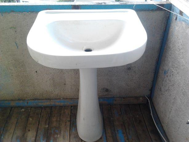 Раковину «тюльпан» для ванной комнаты.Б\У