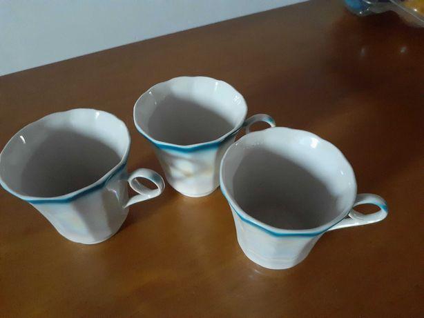 Продам три кофейные чашечки.
