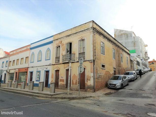 Prédio tradicional para Remodelar com  Armazém, Centro Cidade - Portim