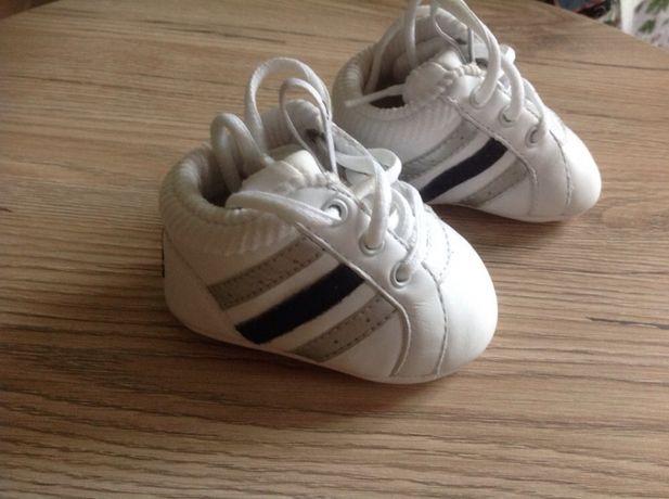 Продам детские кроссовки Адидас