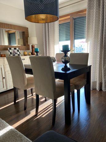 Mesa de jantar extensível + 4 cadeiras